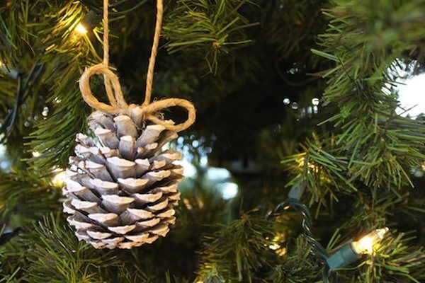 DIY Christmas Ornaments Painted Pinecone