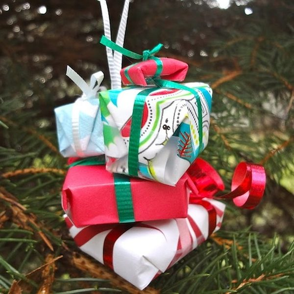 DIY Christmas Ornaments Presents